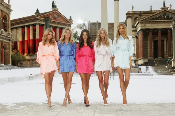 Victoria's Secret... SEKSİ MELEKLER, YAZ GÜNÜ CİNECİTTA'YA KAR galerisi resim 11