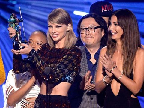 MTV 2015 VIDEO MUSIC AWARDS SAHİPLERİNİ BULDU! galerisi resim 1