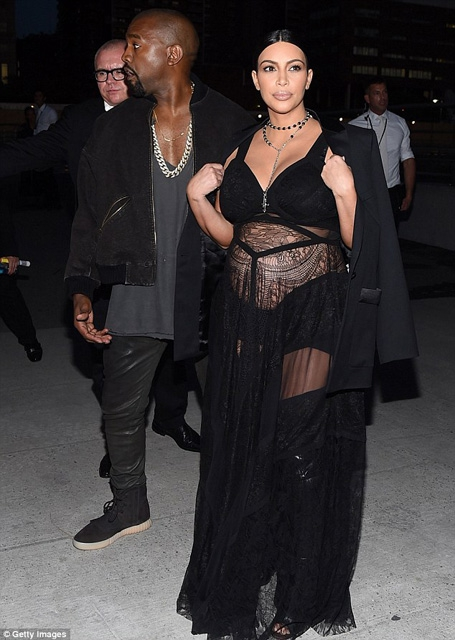 Kim Kardashian... HAMİLE TRANSPARANI! galerisi resim 16