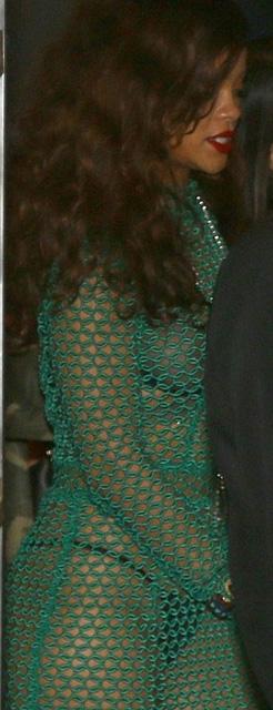 Rihanna... İÇ ÇAMAŞIRI GİYDİ AMA! galerisi resim 4