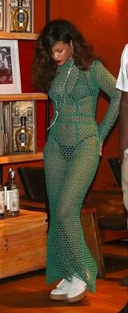 Rihanna... İÇ ÇAMAŞIRI GİYDİ AMA! galerisi resim 5
