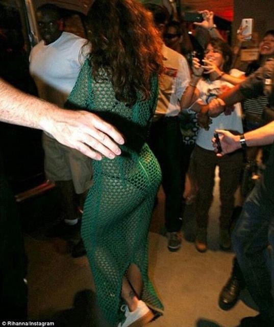 Rihanna... İÇ ÇAMAŞIRI GİYDİ AMA! galerisi resim 7