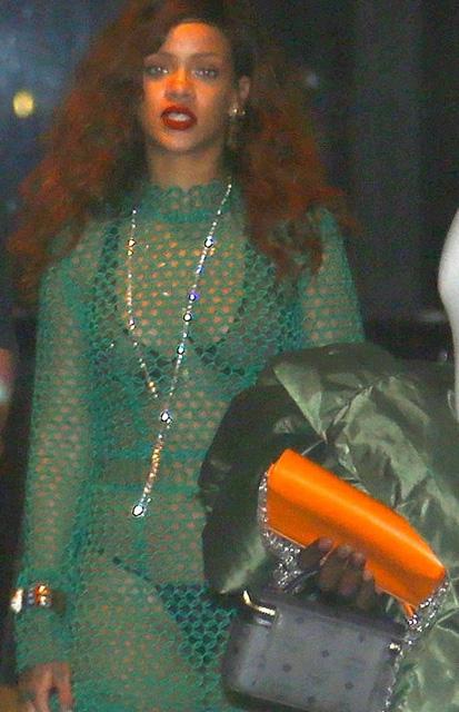 Rihanna... İÇ ÇAMAŞIRI GİYDİ AMA! galerisi resim 8