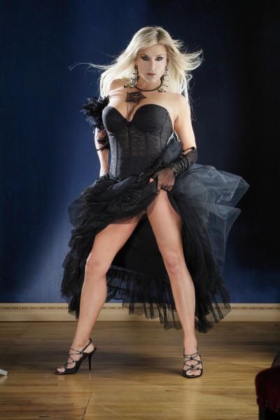 Samantha Fox... 80'LERİN SEKS BOMBASI GÜZELLEŞMEK İÇİN İSTANBUL&#03 galerisi resim 3
