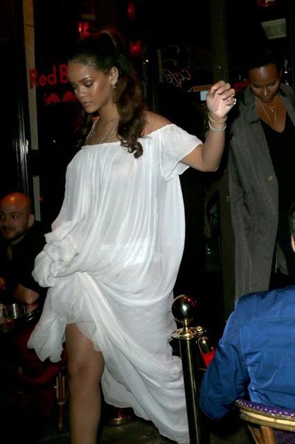 Rihanna... TRANSPARAN PEMBE! galerisi resim 11