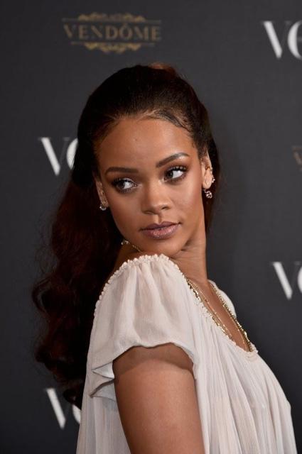 Rihanna... TRANSPARAN PEMBE! galerisi resim 3