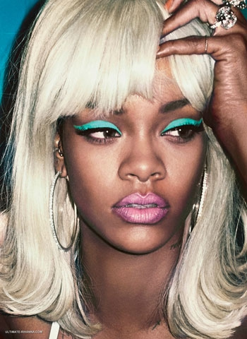 Rihanna... YİNE SIRADIŞI POZLAR! galerisi resim 2