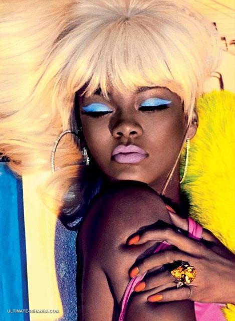 Rihanna... YİNE SIRADIŞI POZLAR! galerisi resim 8