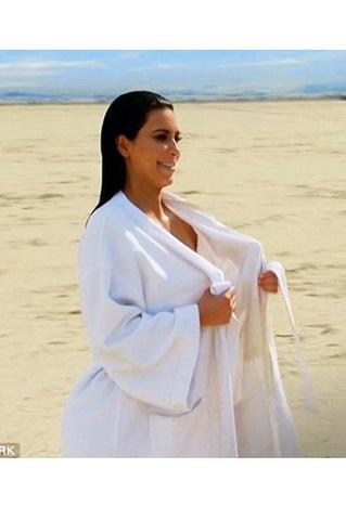 Kim Kardashian... ÇÖLDE ÇİRİLÇIPLAK! galerisi resim 9