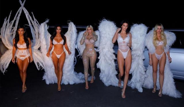 Kardashian/Jenner Ailesi… CADILAR BAYRAMI İÇİN VİCTORİA'S SECRET ME galerisi resim 1