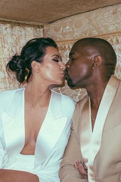 Kim Kardashian... EVLİLİK YILDÖNÜMÜNDE ÖZEL RESİMLER! galerisi resim 1