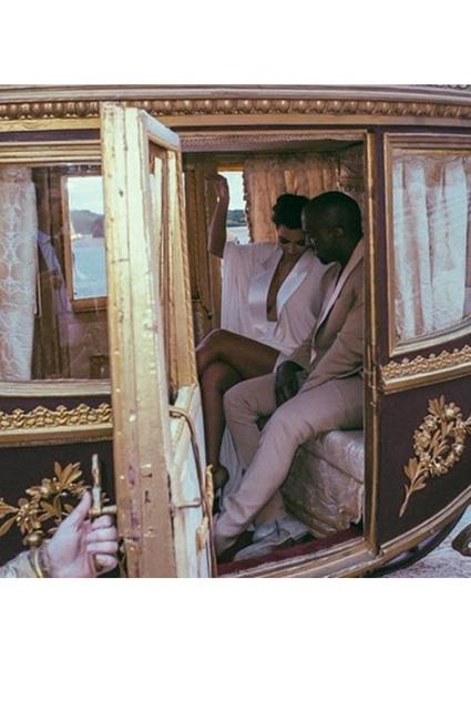 Kim Kardashian... EVLİLİK YILDÖNÜMÜNDE ÖZEL RESİMLER! galerisi resim 4