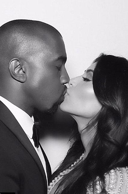 Kim Kardashian... EVLİLİK YILDÖNÜMÜNDE ÖZEL RESİMLER! galerisi resim 7