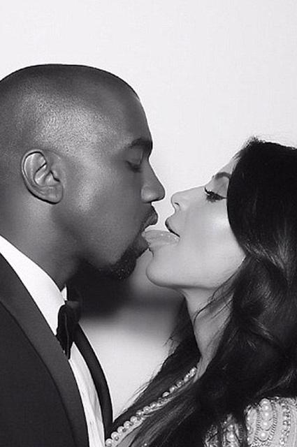Kim Kardashian... EVLİLİK YILDÖNÜMÜNDE ÖZEL RESİMLER! galerisi resim 8