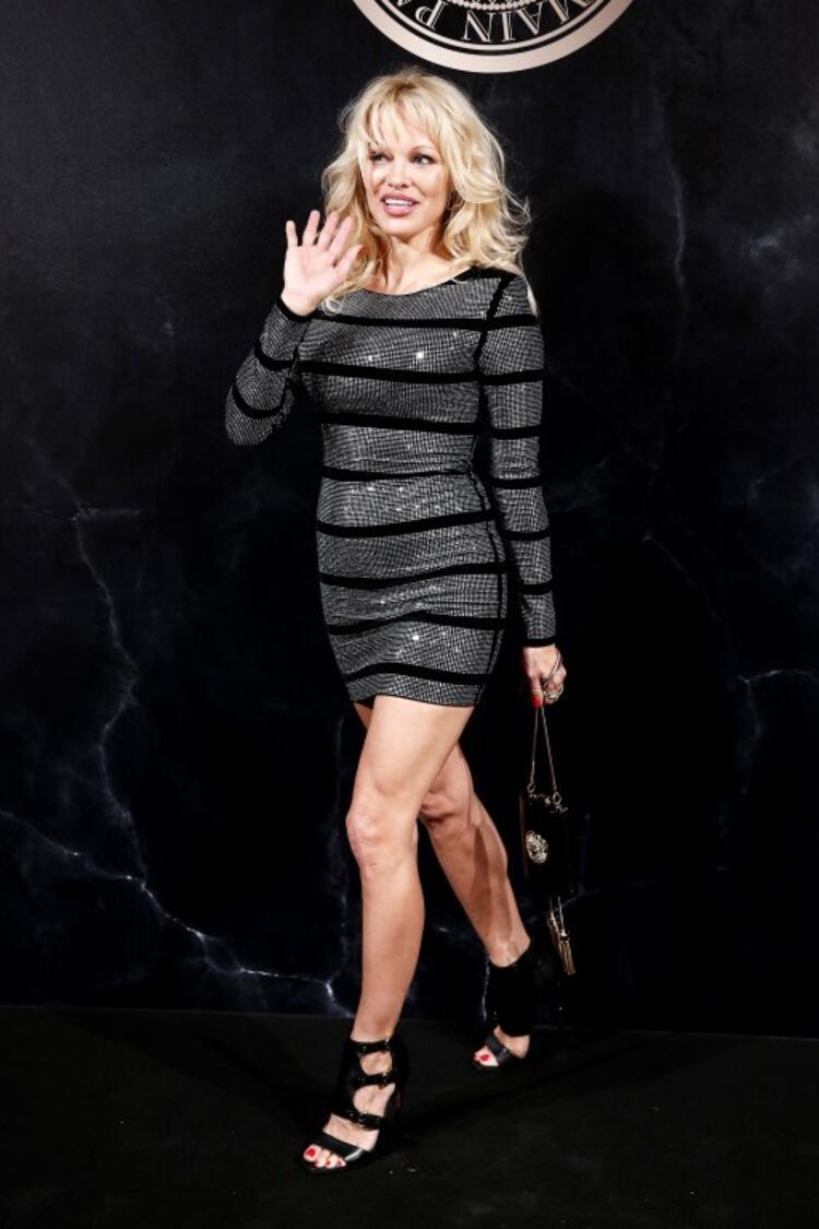 Pamela Anderson… FENER'İN YENİ TRANSFERİNİN EKİ SEVGİLİSİ! galerisi resim 16