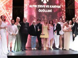 Altın Zirve ve Kariyer Ödülleri ... PANDEMİ SONRASI İLK ÖDÜL TÖRENİ