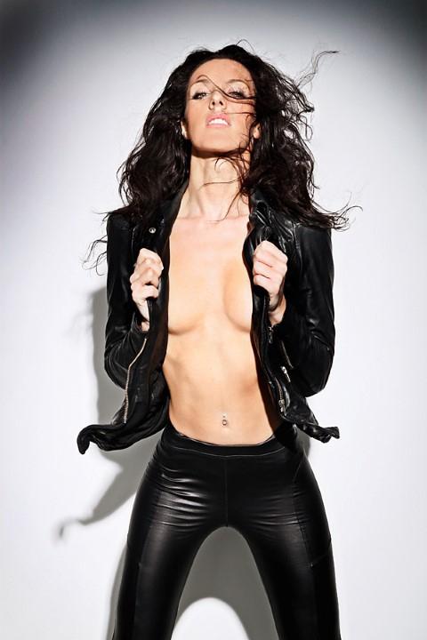 Nicola Rocco... SEKSİ İNGİLİZ MODEL, TÜRK DİZİSİNDE! galerisi resim 2