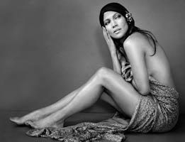 Jennifer Lopez..SEKSİ POZLARLA M.CLAİRE'DE!...
