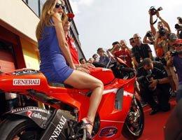 Belen Rodriguez...KÜLODU MOTO GP'YE DAMGA VURDU!...