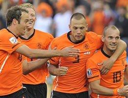 HOLLANDA ŞAŞIRTMADI 2-1... GOLLER !...