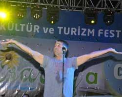 Murat Göğebakan... AŞK DOLU ŞARKILAR SÖYLEDİ!