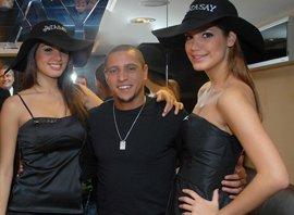 Roberto Carlos... MANKENLERİN KUŞATMASINDA...