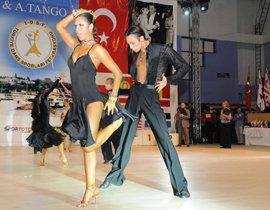Her yıl düzenlenen Uluslar Arası Latin Dansları Yarışmasına ilk kez İstanbul ev sahipliği yaptı... İSTANBUL DANSA DOYDU!