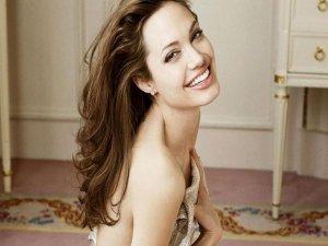 Angelina Jolie... KANSER RİSKİNE KARŞI YENİ OPERASYON!
