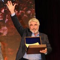Erdal Özyağcılar... 'İSMAİL DÜMBÜLLÜ ÖDÜL'ÜNÜ ALDI!
