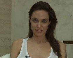 Angelina Jolie.. SU ÇİÇEĞİ ÇIKARDI!