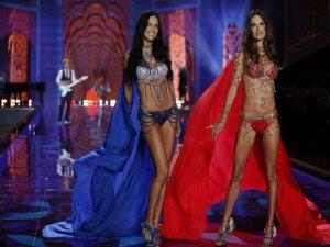 `The Victoria`s Secret Fashion Show`... SEKSİ MELEKLER, NOEL BABAYA RAKİP OLDU !..