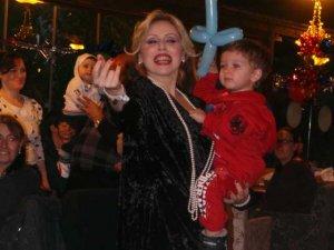 Pınar Altınok... BİRİCİK OĞLUNA SAZLI-SÖZLÜ DOĞUM GÜNÜ!