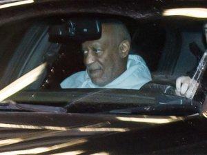 Bill Cosby... TECAVÜZCÜ İDDİASI, ÜNLÜ KOMEDYENİ KANADA GÖSTERİSİNDE YUHALATTI !