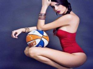 İtalyan basketbolcu Valentina Vignali... EROTİK POZLARIYLA, NEFESLERİ KESTİ !..