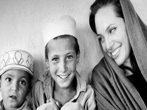 Angelina Jolie... SURİYE`Lİ MUSA`YI, EVLAT EDİNECEK !..