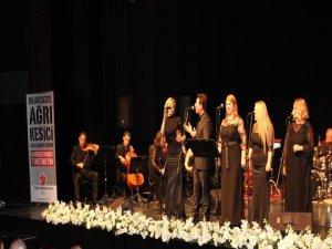 """`İstanbul Modern Folk Müzik Topluluğu`... """"TÜRK BÖBREK VAKFI""""NA ÖZEL ANLAMLI BİR KONSER !.."""