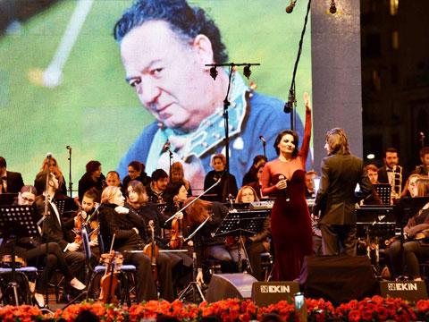 TÜRKİYE'NİN GURURU 50. YILINI KONSERLE KUTLADI!