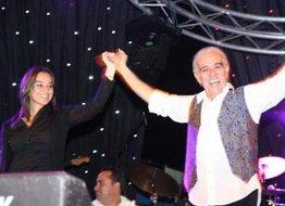 Edip Akbayram... İKİ KUŞAK SAHNEDE!