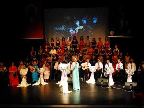 Nilüfer Belediyesi Kadın Korosu... LÖSEMİLİ ÇOCUKLAR İÇİN DUYGU YÜKLÜ BİR KONSER !..