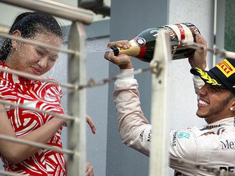 Lewis Hamilton... ŞAMPİYON OLABİLİRSİN AMA, CENTİLMEN OLAMAZSIN!