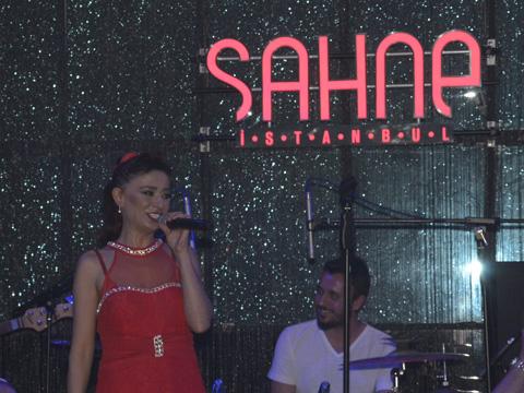 SAHNE'DEN YILDIZ GEÇTİ!