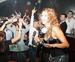 Nilay Dorsa... DJ'LERİN KRALİÇESİ!