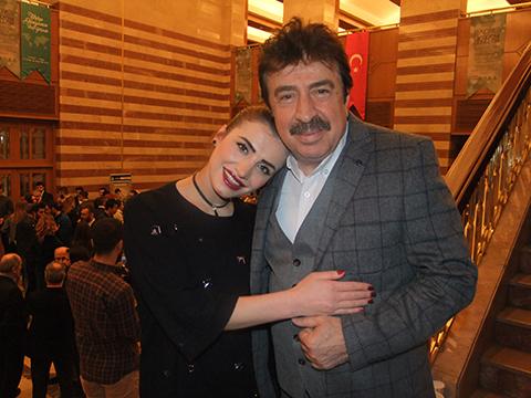 Ahmet Selçuk İlkan... ŞARKISINI GÜZEL OKUYAN MERYEM SEVİLEN'İ KUTLADI.
