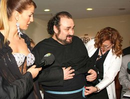 "Hakan Aysev... ""ZAYIFLADIM AMA, SIRTIMI AÇMAYACAĞIM""!"