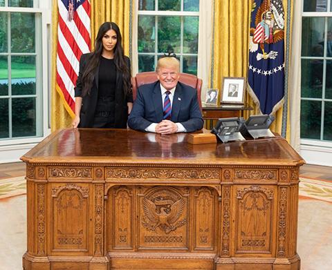 Kim Kardashian... BEYAZ SARAY'DA, BAŞKANIN HUZURUNDA!