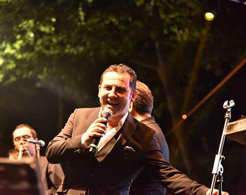 Ferhat Göçer... SARIYER'DE BİNLERCE KİŞİLİK İZMİR MARŞI KOROSU!