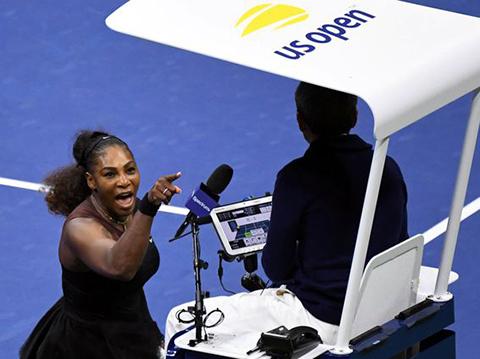 Serena Williams... KORTTA TERÖR ESTİRDİ, KESKİN SİRKE KÜPÜNE ZARAR!