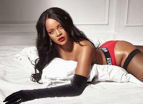 Rihanna... İÇ ÇAMAŞIRLI NOEL HAZIRLIKLARI!