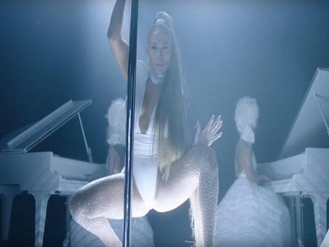 Jennifer Lopez... KLİBİNDE GİYDİĞİ MAYOYA SAHİP OLABİLİRSİNİZ!..