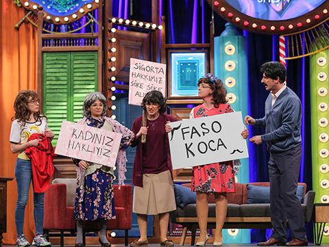 Güldür Güldür Show... APARTMANDAKİ KADINLAR BİR OLURSA!